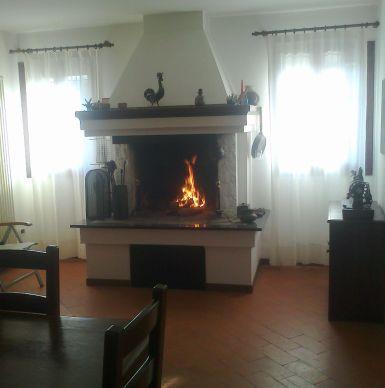 Sala Pranzo Con Camino Per Specialità Alla Brace Pictures to pin ...
